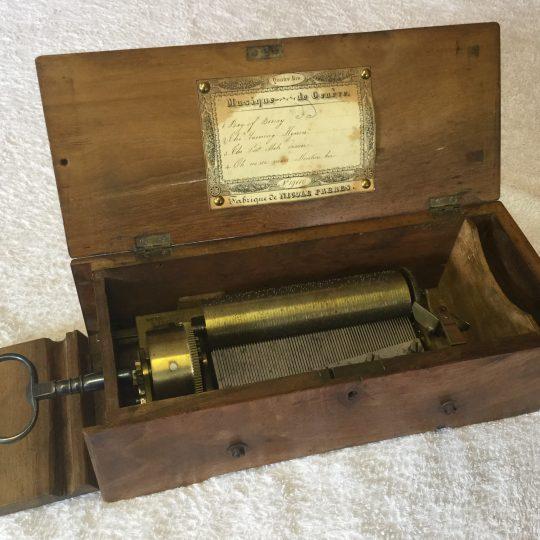 F Николь Music Box